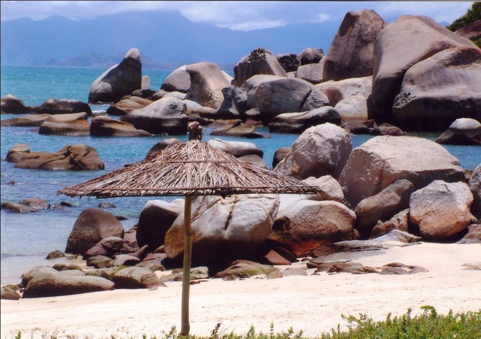 旅游攻略 >>> 最美惠东巽寮湾      【三角洲岛】三角洲岛是镶嵌在