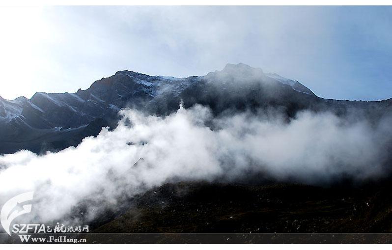 黄龙雪宝顶山麓